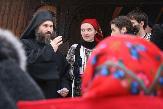 Отец Иустин (Мирон) с молодежью