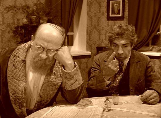 Профессор Преображенский и Шариков. Кадр из фильма
