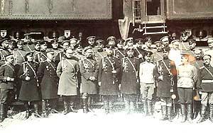Штаб Маньчжурской армии и представители иностранных армий на станции Ташичао, 30 июня 1904 года