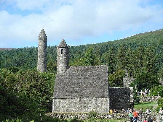 Монастырь в Глендолахе. VI в.