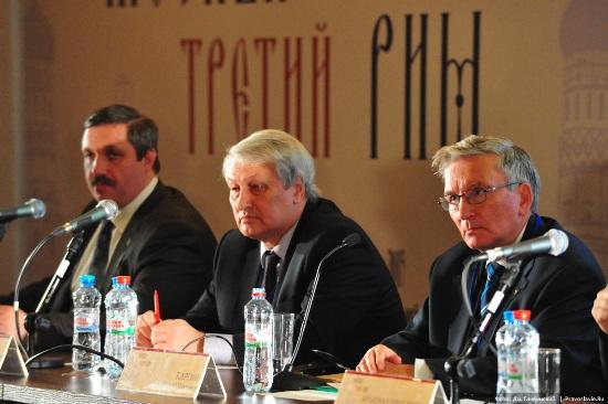Слева направо: Дмитрий Михайлович Володихин, Леонид Петрович Решетников, Сергей Павлович Карпов