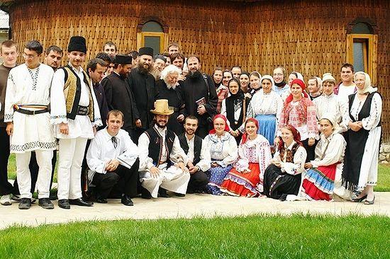 Студенты в монастыре Оаша