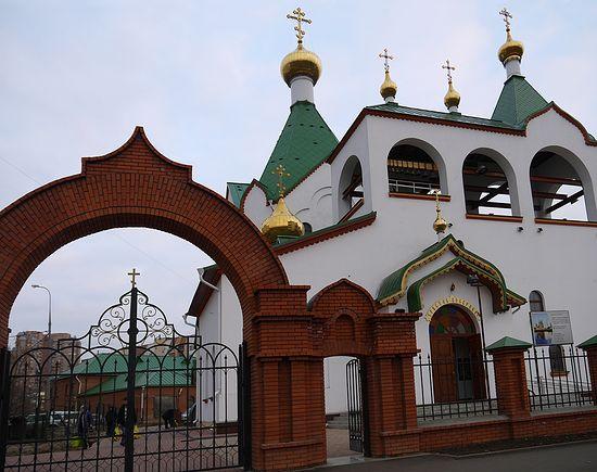 Пункт помощи беженцам при храме всех святых в земле Российской просиявших в Новокосино.