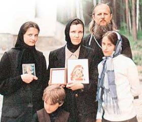 Священник Олег Ступичкин с семьей