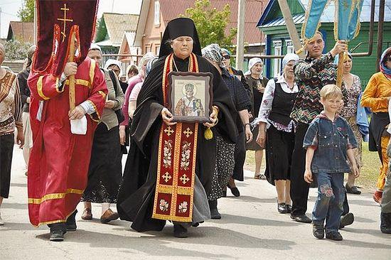 Прихожан отца Алексия чудесами не удивишь. © / Сайт Храма Архистратига Божия Михаила