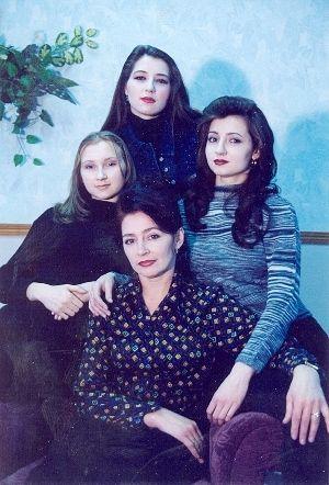 Людмила Зонова с дочерьми