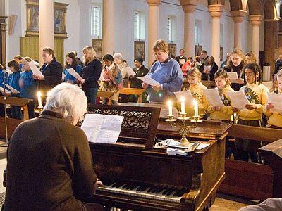 Воскресное утро ... не подходит для церковных служб, считают в церкви Англии