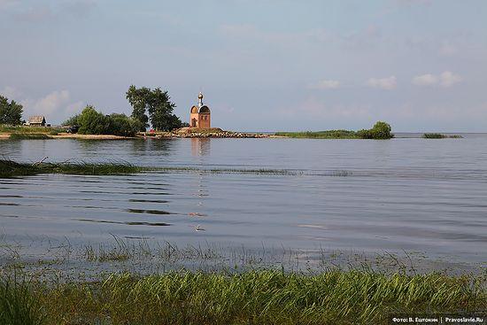 Часовня на берегу Рыбинского водохранилища