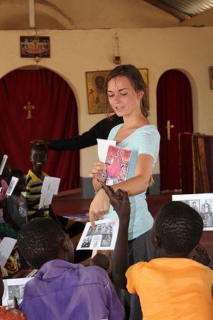 Занятия с детьми в Кении
