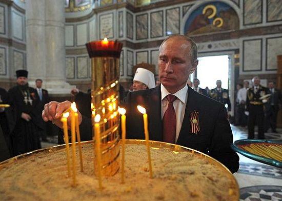 В.Путин у храму Светог равноапостолног кнеза Владимира у Севастопољу. 9. мај 2014.г.