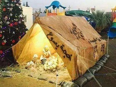 Рождество Христово в изгнании: в лагере беженцев из Ирака установили вертеп