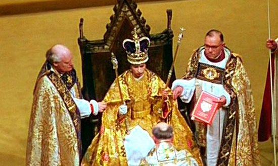 Коронация, 1953 год, причастие королевы