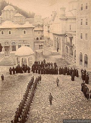 Войска в Пантелиимоновом монастыре