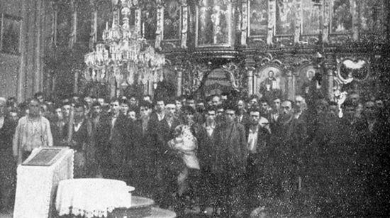 фото: Срби у старој Глинској цркви пре покоља, wikipedia.org