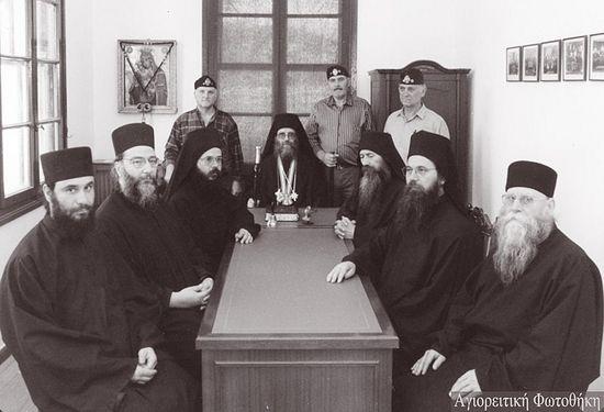 Священная эпистасия Святой Горы Афон 1992-1993 года (третий монах справа отец Лука Филофеский)