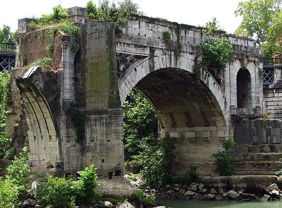 Развалины «Моста Эмилия»