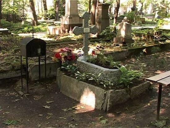 Гробница свештеномученика Илариона (Троицког) у Новочевичком манастиру у Санкт Петербургу