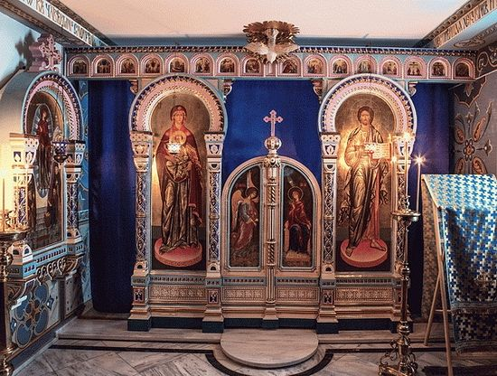 Иконостас храма в честь Светописанного образа Богородицы в Русском на Афоне монастыре