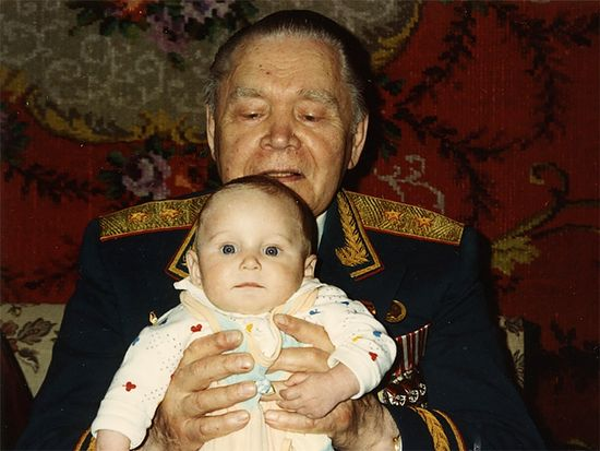 Борис Сергеевич Лихачев с внуком Олегом. 1993 г.