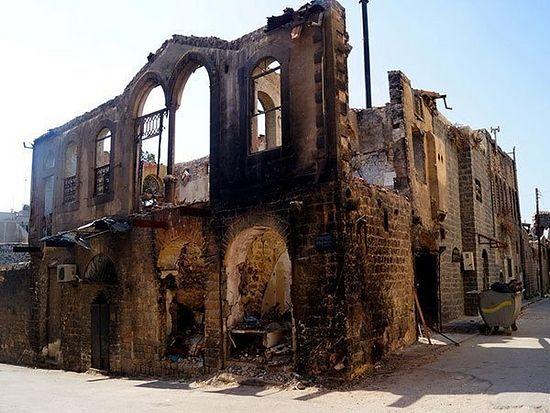 Хомс. Делимично порушени објекат од историјског значаја у Старом граду