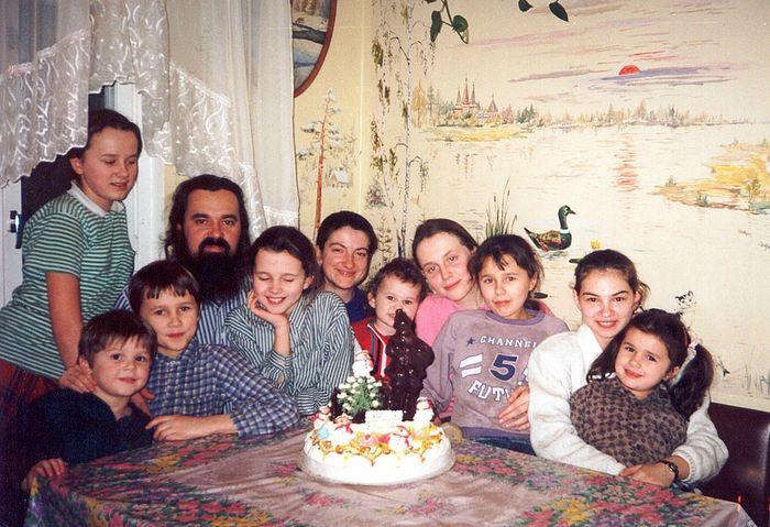 Отец Феодор с детьми