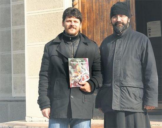 Цртач Небојша Василић и јереј Арсеније Арсенијевић (Фото З. Кршљанин)