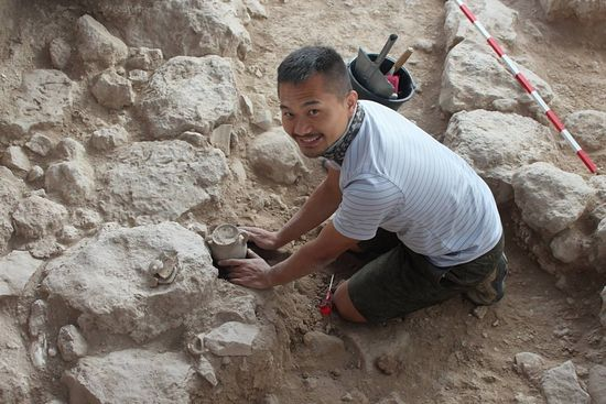 Archaeologist Benjamin removing a complete cooking jug from the fortifications in section Iron IIB(Tel Burna Archaeological Project)