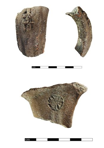 Top: A four-winged LMLK on a pottery handle. Bottom: A rosette stamped into another piece of pottery(Tel Burna Archaeological Project)