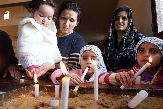 Асиријске жене, које су нашле уточиште у Либану, моле се за отете и погинуле. Anwar Amro/Agence France-Presse - Getty Images