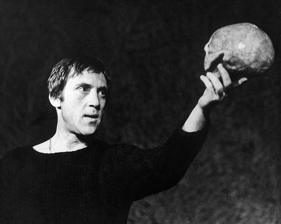 В. Высоцкий в роли Гамлета