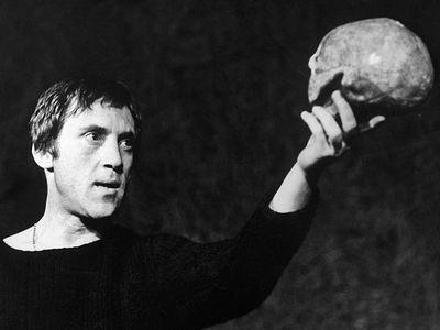 Каков смысл стихотворения Б. Пастернака «Гамлет»?