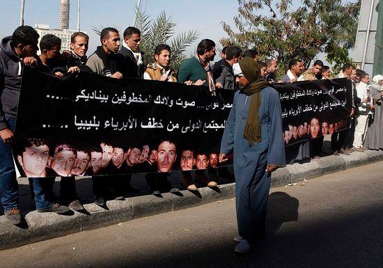 Родственники похищенных коптов требуют их освобождения в Каире. 19 января 2015 г. REUTERS