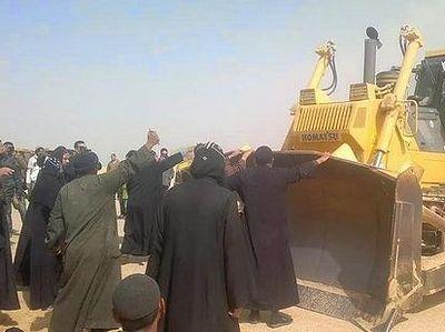 Снос коптского монастыря в Египте: монахи своими телами преградили путь бульдозерам (ФОТО)