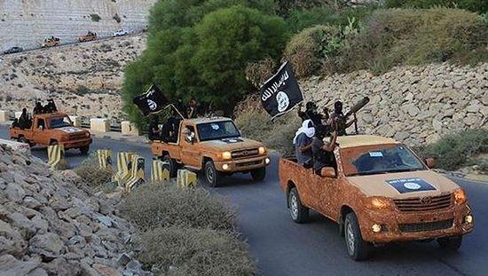 Боевики ИГ в окрестностях ливийского города Дерна, неподалеку от границы с Египтом. Фото: english.alarabiya.net