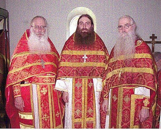Начало Крестовоздвиженского монастыря: архим. Георгий (справа), в центре – иером. Александр (Фризел), слева – игум. Серафим (Вопел)