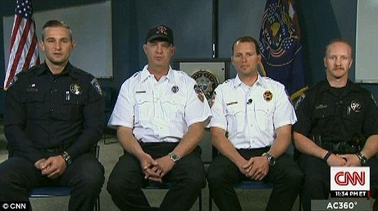 Четверо полицейских, слышавших голос матери
