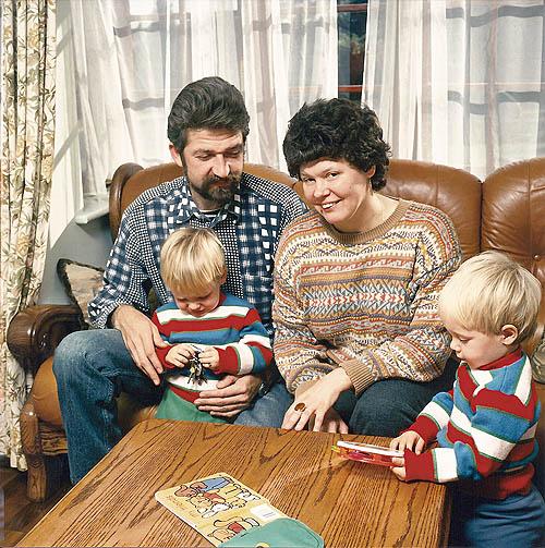 Ирина Ратушинская с мужем и детьми