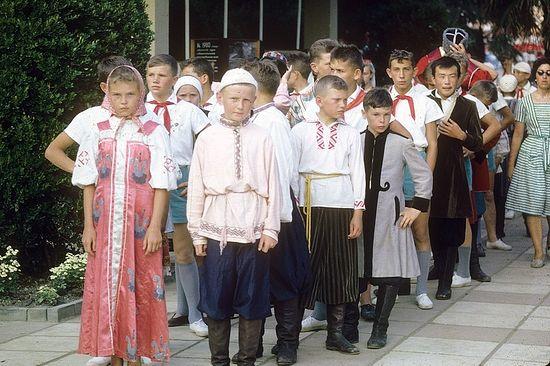 Киев. Дети в костюмах народов СССР. 1963 г.