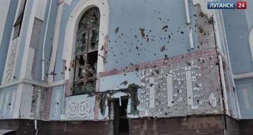 Обстрелянные стены храма