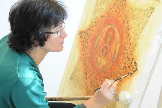 Elena Murariu working on an icon of the burning bush.