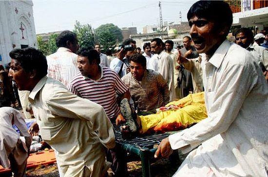 В Пакистане юноша накрыл собой террориста-смертника возле церкви