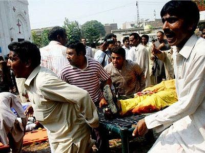 Пакистан: юноша накрыл собой террориста-смертника на входе в церковь