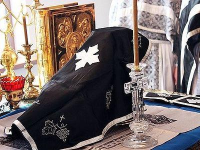 Литургија се само једном дневно може служити на истом Часном Престолу
