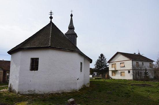 У толико је веће чудо да је Православни храм у Ечки посвећен Светом Оцу Николају у готово неизмењеном облику опстао до данас. Фото: jером.Игнатиjе Шестаков