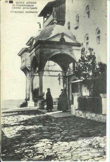 22. Главная ( южная) порта монастыря (вид с восточной стороны)