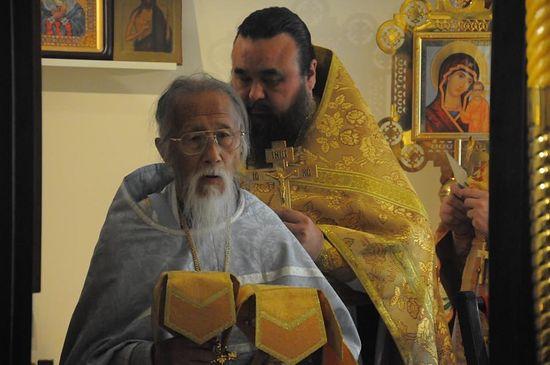 На литургии в храме св. апп. Петра и Павла в Гонконге. 2012 г.