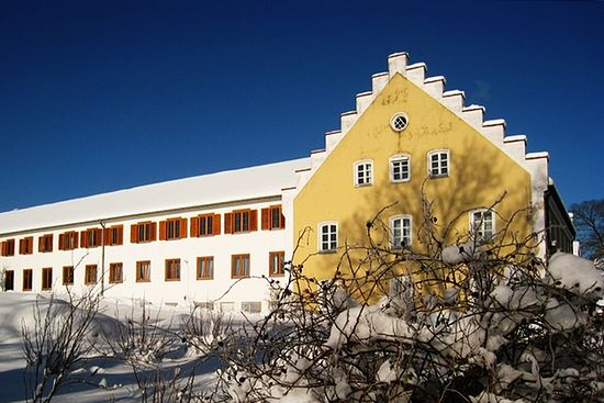 Основной корпус монастыря. Зима 2015 г. выдалась снежной
