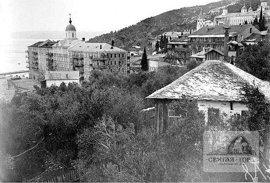 25. Вид на монастырь c восточной стороны. Из фотолаборатории Россикона (1910?). Фото иеромонахов Леонтия или Геннадия (?).