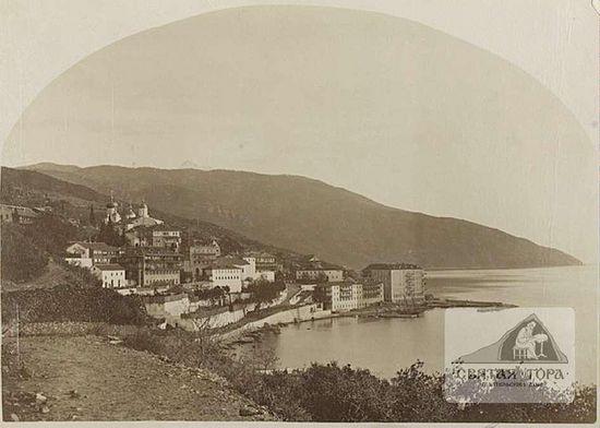 34. Вид монастыря с дороги (1870?). Из фотолаборатории Россикона (?)