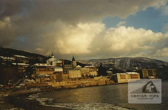 35. Монастырь в зимнее время. Январь 2000 г. Фото: А.Г. Холодюк